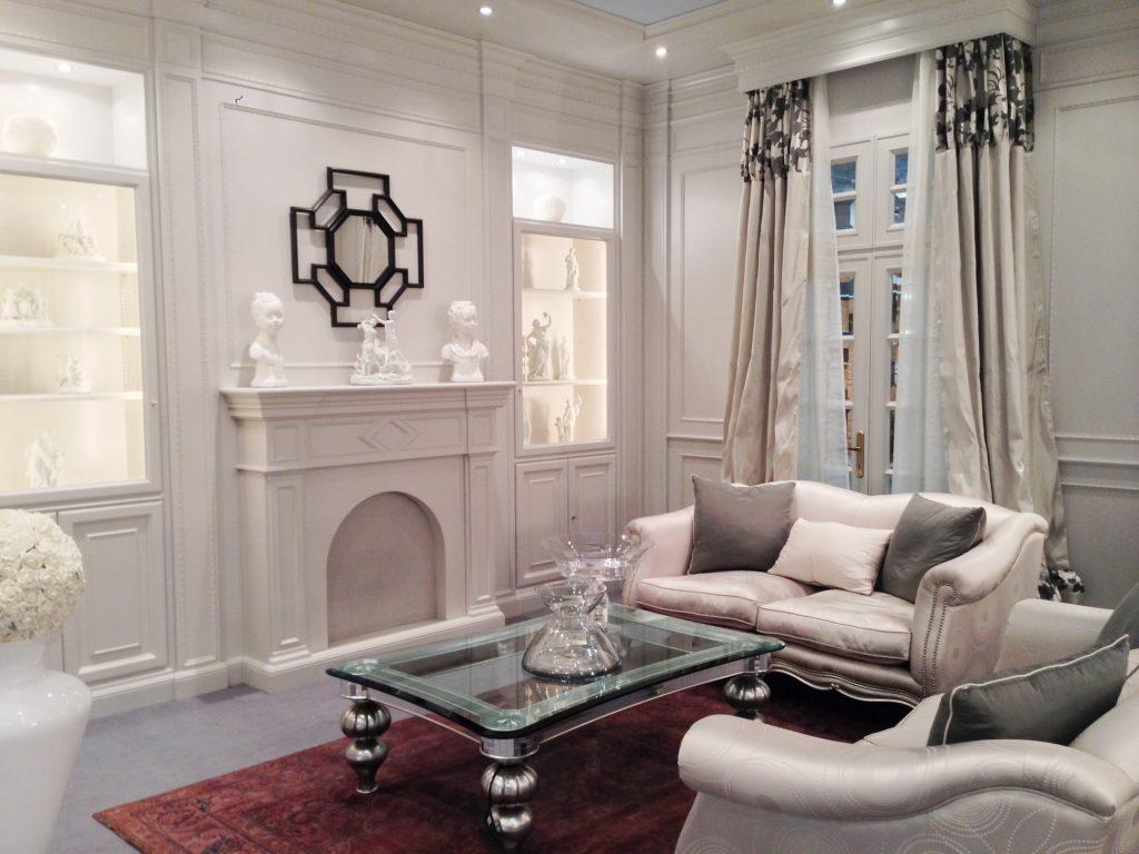 Boiserie su misura arredamento classico e moderno for Soggiorno elegante