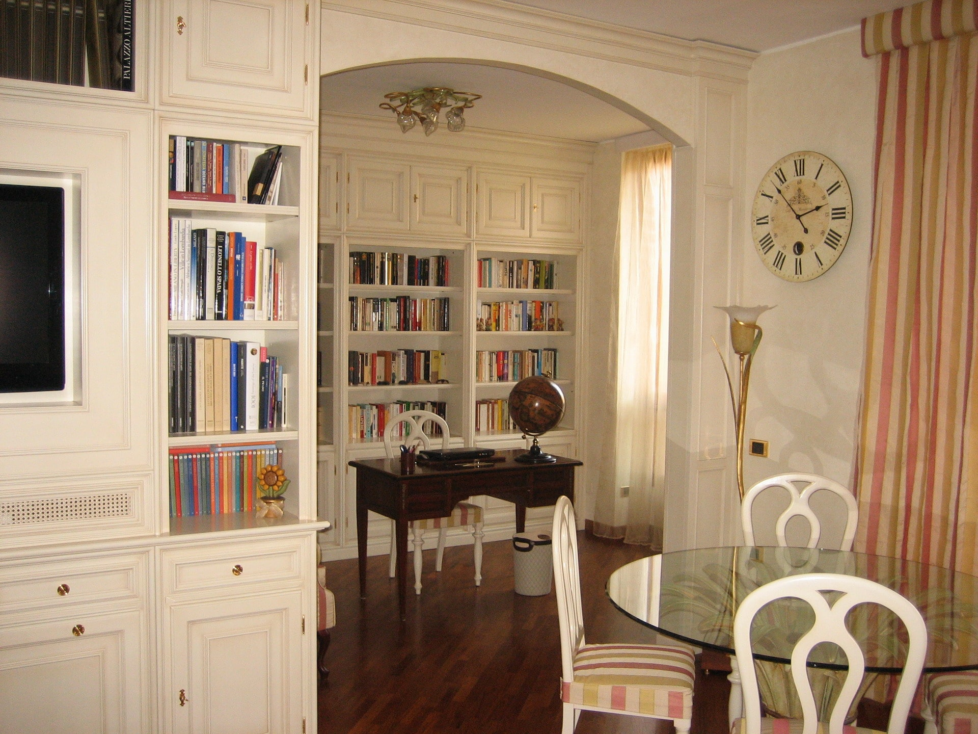 Classic living room and study - Mobili Ferrero