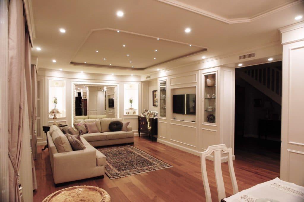 Boiserie su misura arredamento classico e moderno for Mobili x salone